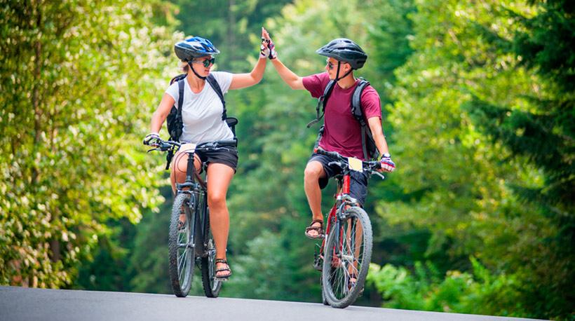 Pyöräilyä Suomessa Matkailijan käsikirjassa